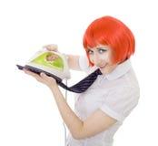 счастливая утюживя женщина связи Стоковое фото RF