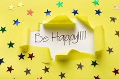 Счастливая фраза показывая вверх под сорванной желтой бумагой Стоковые Изображения RF
