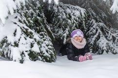 Счастливое время в зимнем времени стоковые фото