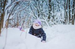 Счастливое время в зимнем времени стоковые фотографии rf