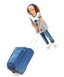 счастливое девушки предпосылки изолированное над туристской белизной Стоковая Фотография