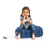 счастливое девушки предпосылки изолированное над туристской белизной Стоковые Фото