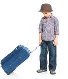счастливое мальчика предпосылки изолированное над туристской белизной Стоковые Изображения