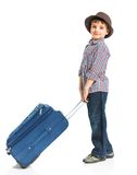 счастливое мальчика предпосылки изолированное над туристской белизной Стоковые Изображения RF