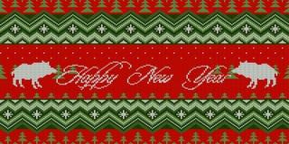 счастливое Новый Год Год свиньи Ночь зимы - рождество связанная шерстяная безшовная картина с дикими кабанами в елевом лесе иллюстрация штока