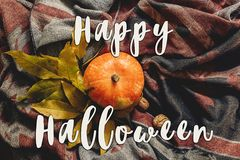 Счастливое положение квартиры знака текста хеллоуина тыква осени с colorfu Стоковые Фото