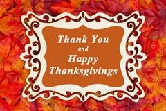 Счастливое приветствие благодарения с листьями падения стоковое фото
