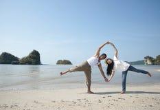 счастливые детеныши женщины lhbim моря Стоковое Фото