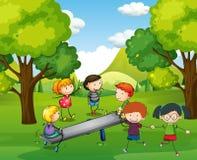 Счастливые дети играя seesaw в парке Стоковые Изображения RF