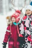Счастливые дети после катания северного оленя стоковые изображения rf