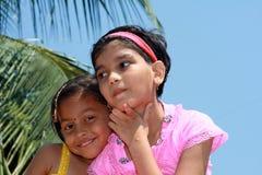 Счастливые друзья маленькой девочки Стоковая Фотография