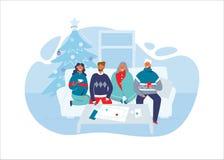 Счастливые друзья празднуя рождество совместно дома Характеры на зимних отдыхах с рождественской елкой пары 2 иллюстрация вектора