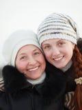 счастливые женщины зимы парка Стоковые Фото