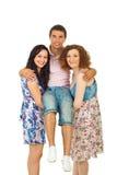счастливые женщины нося человека 2 Стоковая Фотография RF
