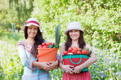 Счастливые женщины с овощами Стоковое Фото
