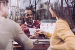 Счастливые 3 коллеги планируя бюджет Стоковое Изображение