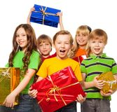 Счастливые малыши с подарками на рождество Стоковое Изображение RF
