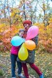 Счастливые мама и дочь-подросток Стоковые Изображения
