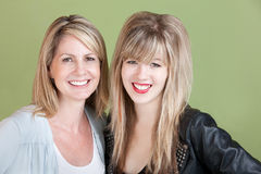 Счастливые мама и дочь Стоковые Изображения