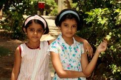 Счастливые молодые азиатские друзья стоковая фотография rf