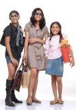 Счастливые молодые друзья стоя с хозяйственными сумками Стоковое фото RF