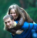 Счастливые молодые пары Стоковая Фотография RF