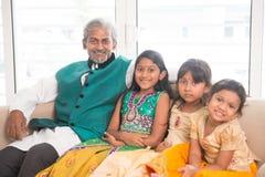 Счастливые отец и дочери Стоковые Изображения