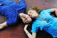 Счастливые пары в пустой квартире Стоковые Фото