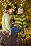Счастливые пары имея потеху в парке Стоковое фото RF