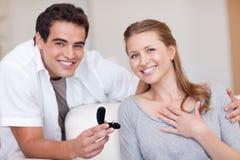 Счастливые пары как раз получили включенными Стоковое Изображение RF
