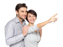 Счастливые пары смотря и указывая в расстояние стоковое изображение rf