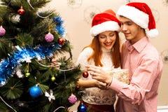 Счастливые пары, cristmas Стоковое фото RF