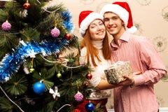 Счастливые пары, cristmas Стоковые Изображения