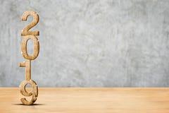Счастливые перевод 3d Нового Года 2019 деревянный в floo древесины перспективы стоковые фото