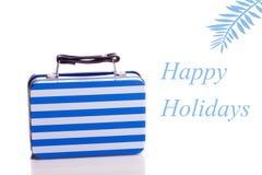 Счастливые праздники - голубой чемодан изолированный на белизне стоковая фотография rf