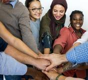 Счастливые разнообразные люди объединенные совместно стоковая фотография rf
