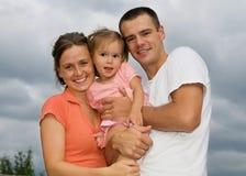 счастливые родители молодые Стоковая Фотография