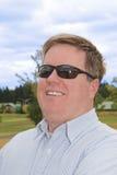 счастливые солнечные очки человека молодые Стоковое Фото