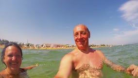 Счастливые человек и женщина в море около побережья сток-видео