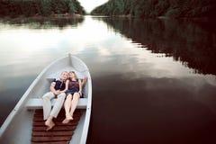 Счастливые человек и женщины на шлюпке Стоковые Изображения RF