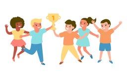 Счастливые multiracial ребята школьного возраста держа чашку победы Успешные дети испытывают счастье, утеху и потеху Вектор на бе иллюстрация штока