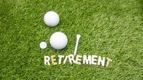 Счастливые retiremen к игроку в гольф стоковые фотографии rf