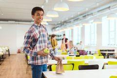 счастливый Афро-американский школьник стоковые изображения rf