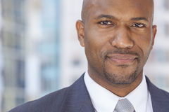 Счастливый бизнесмен афроамериканца Стоковая Фотография RF