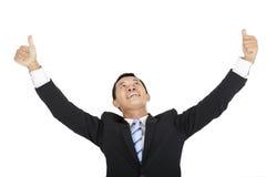 Счастливый бизнесмен смотря вверх стоковая фотография rf