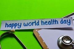 Счастливый день здоровья мира на концепции здравоохранения с зеленой предпосылкой стоковое изображение
