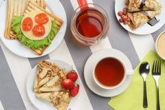 Счастливый завтрак утра стоковое изображение rf