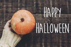 Счастливый знак текста хеллоуина, поздравительная открытка положение квартиры изображения падения H Стоковая Фотография RF