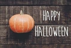 Счастливый знак текста хеллоуина, поздравительная открытка простое изображение падения плоское Стоковое Изображение