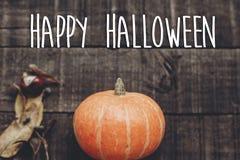 Счастливый знак текста хеллоуина, поздравительная открытка простое изображение падения плоское Стоковая Фотография